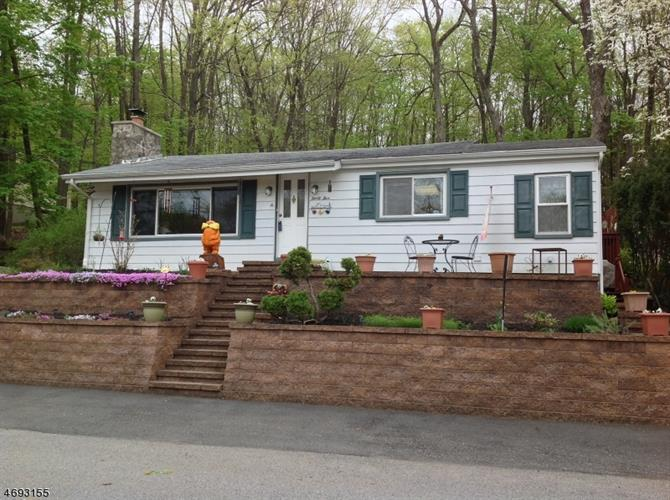 35 Lincoln Pl, Newton, NJ 07860