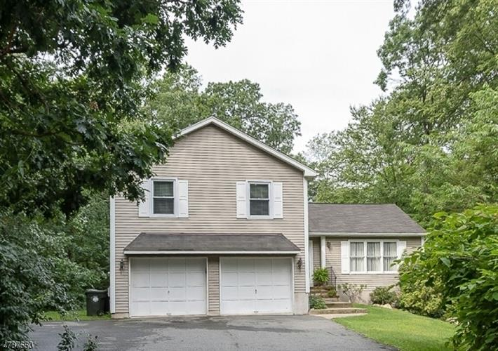 16 Woodland Ave, Mount Olive, NJ 07828