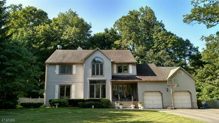 6 Jessica Ct, Jefferson Twp, NJ 07849