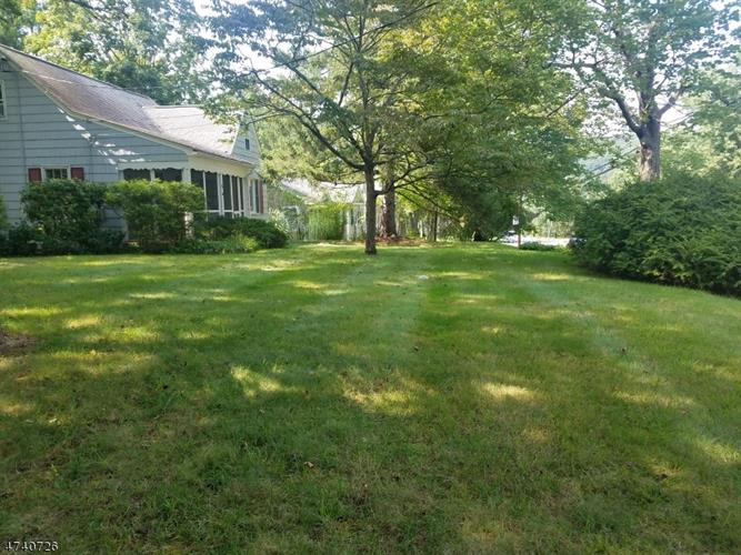 54 Mountain Ave, Mendham, NJ 07945