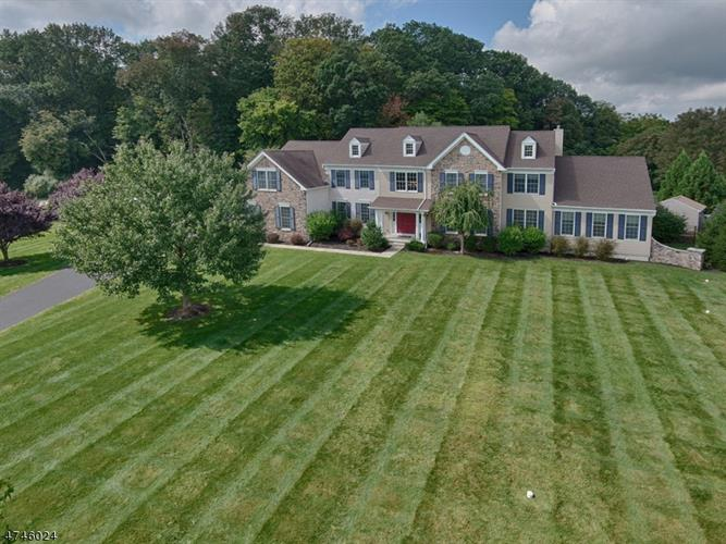 11 Scenic Hills Dr, Blairstown, NJ 07825
