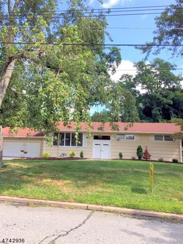 1 E Brooklawn Dr, Parsippany-Troy Hills Twp., NJ 07950