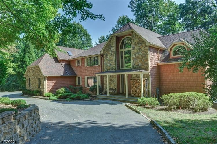 80 Bridle Path Ln, Mahwah, NJ 07430