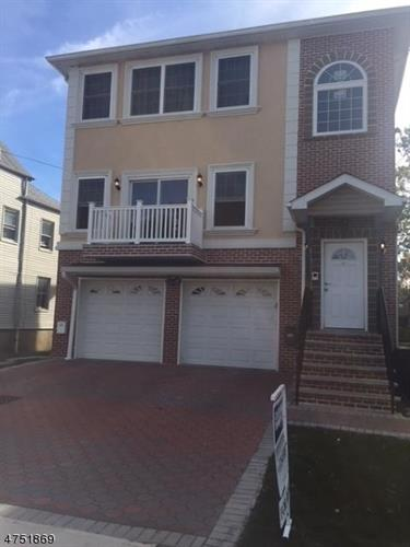 22 Maple St, Bloomfield, NJ 07003