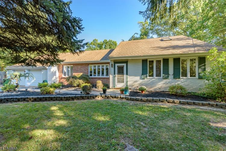 5 Acken Ln, Franklin Twp, NJ 08540