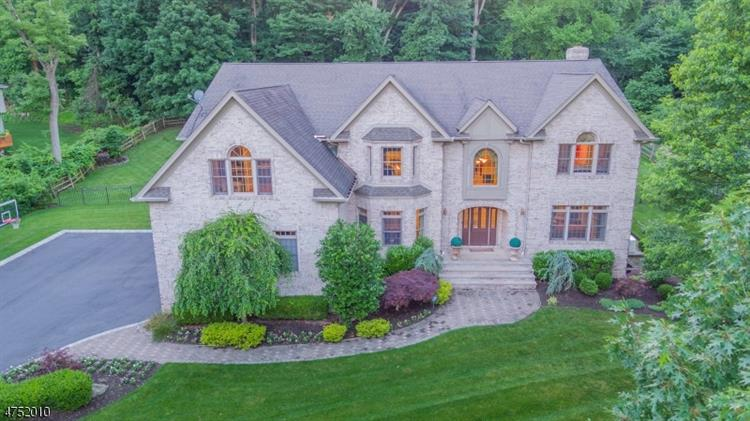 17 Sunset Ln, Upper Saddle River, NJ 07458
