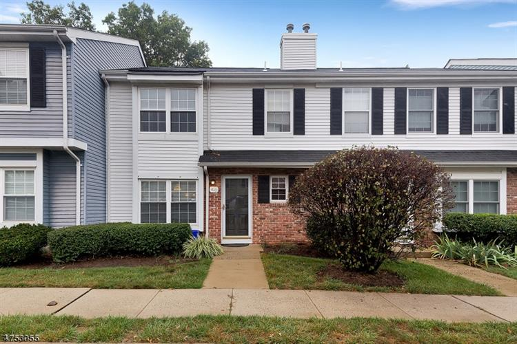 410 Cheshire Ct, Franklin Twp, NJ 08873