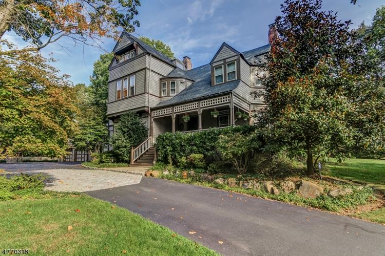 25 Forest Dr, Short Hills, NJ 07078