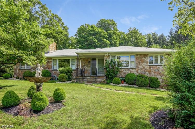 52 Main St, Far Hills, NJ 07931