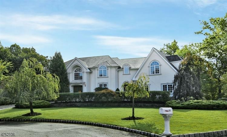 10 Emerald Woods Ct, Upper Saddle River, NJ 07458
