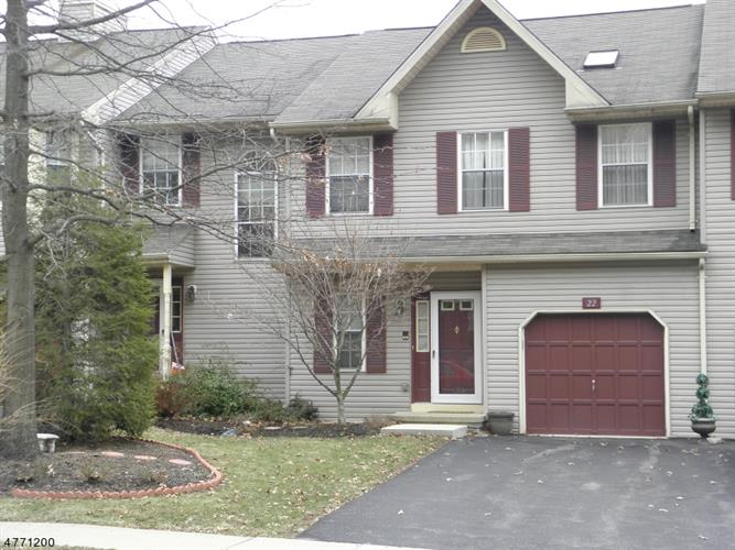 22 Pinehurst Dr, Washington Twp., NJ 07882