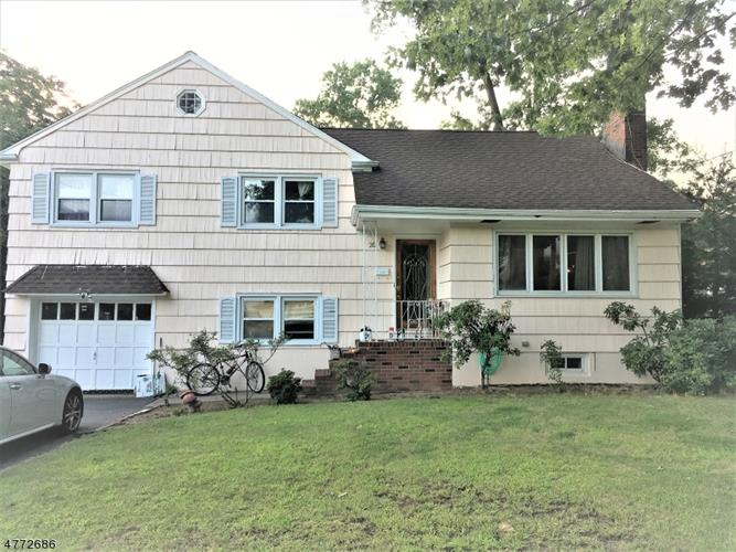 20 Charles Ct, Clifton, NJ 07013