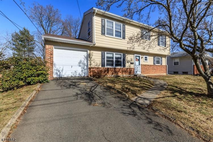 11 Riviera Dr, Somerville, NJ 08876