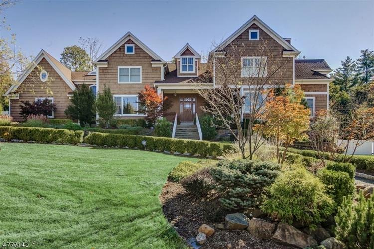 37 Rainbow Ridge Dr, Livingston, NJ 07039