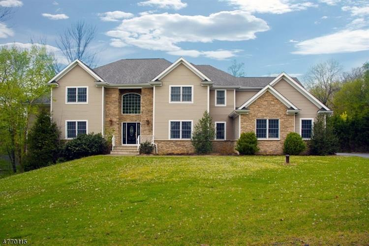 8 Dogwood Ln, Warren, NJ 07059