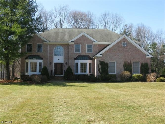 1 CROMWELL DRIVE, Chester, NJ 07930