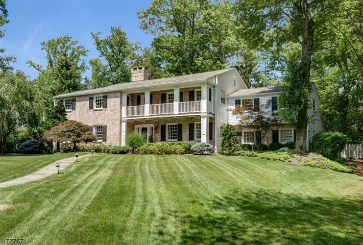 25 Joanna Way, Millburn, NJ 07078