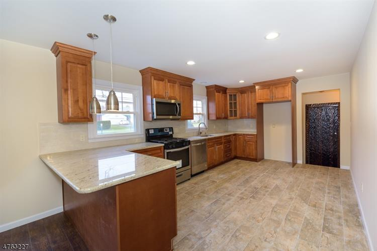 1 Friar Ln, Clifton, NJ 07013