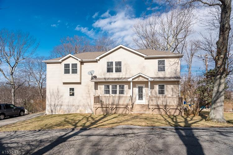 5 Kansas Way, Hopatcong, NJ 07843