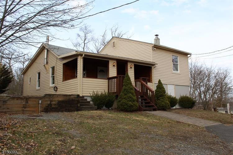 9 Bear Pond Trl, Hopatcong, NJ 07821
