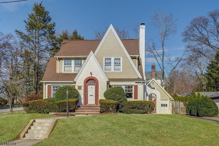 24 Sutton Pl, Verona, NJ 07044