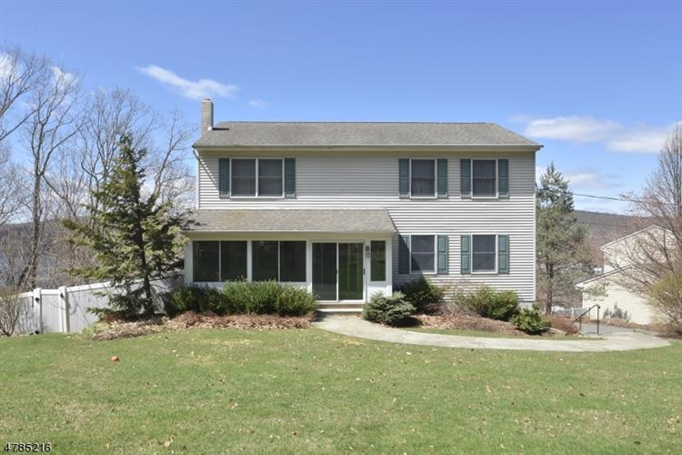 25 Clover Ter, Jefferson Twp, NJ 07849