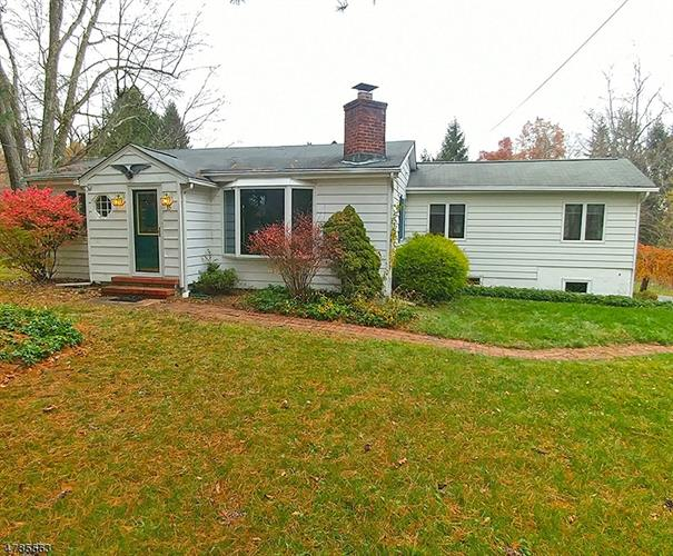 35 Ironia Rd, Chester, NJ 07869