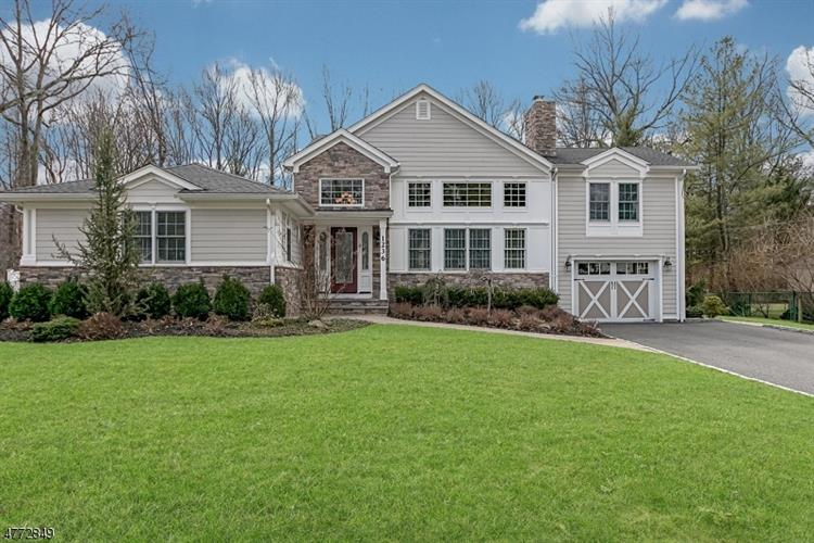 1236 Sunnyfield Ln, Scotch Plains, NJ 07076