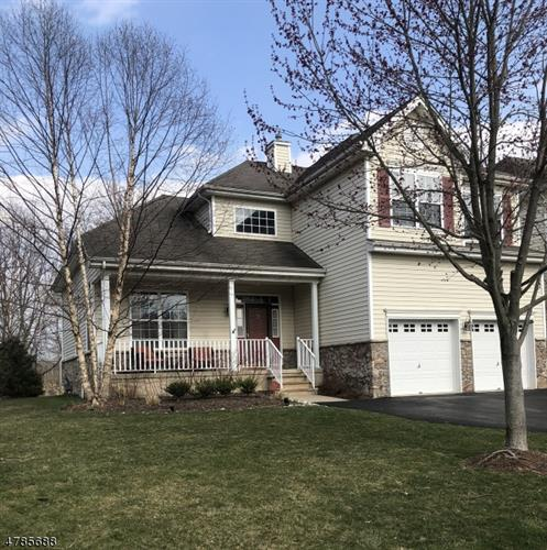 39 Pony Ln, Raritan Township, NJ 08822