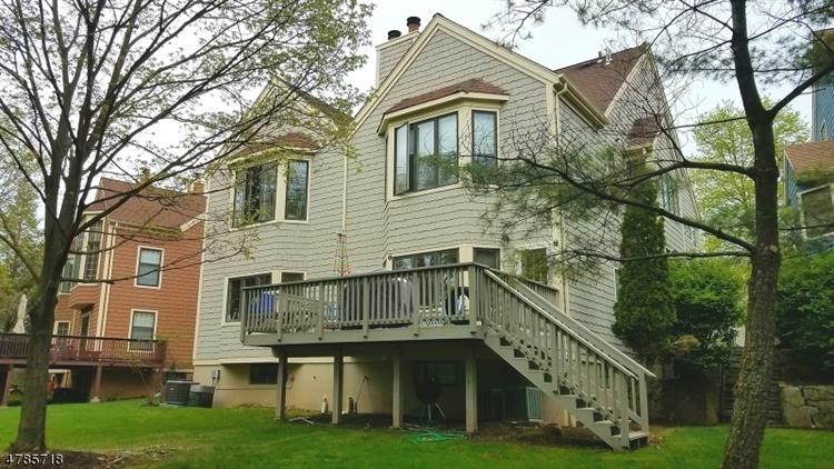 32 Tanager Ct, Wayne, NJ 07470