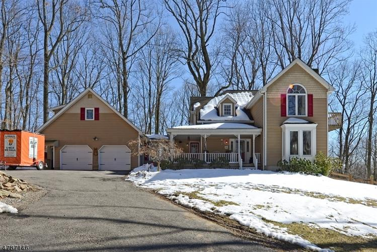 589 Sweet Hollow Rd, Alexandria Township, NJ 08804
