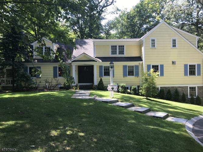 9 Countryside Dr, New Providence, NJ 07901