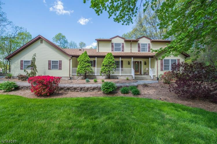 116 Boonton Ave, Kinnelon, NJ 07405