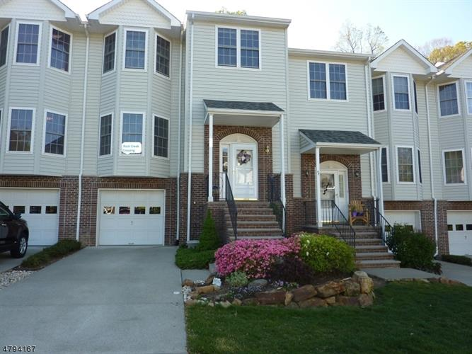 8 Rockcreek Ter, Riverdale, NJ 07457