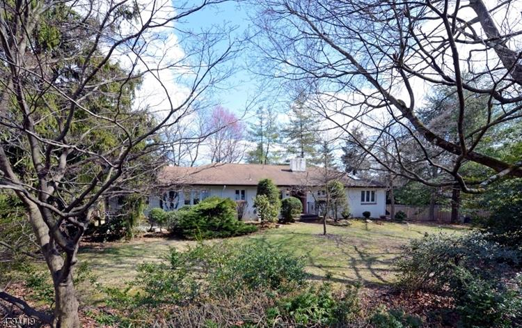 898 PINES LAKE DR W, Wayne, NJ 07470