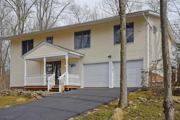 28 Windy Bush Ln, Sparta, NJ 07871