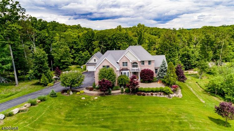 204 S Glen Rd, Kinnelon, NJ 07405