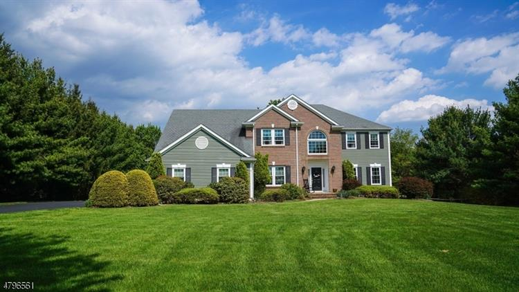 2 Pace Farm Rd, Tewksbury Township, NJ 07830