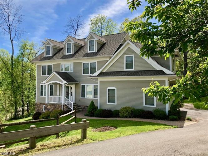 15 Hapgood Ct, Boonton, NJ 07005