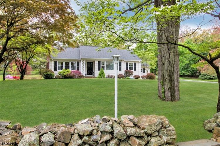 44 Old Army Rd, Bernardsville, NJ 07924