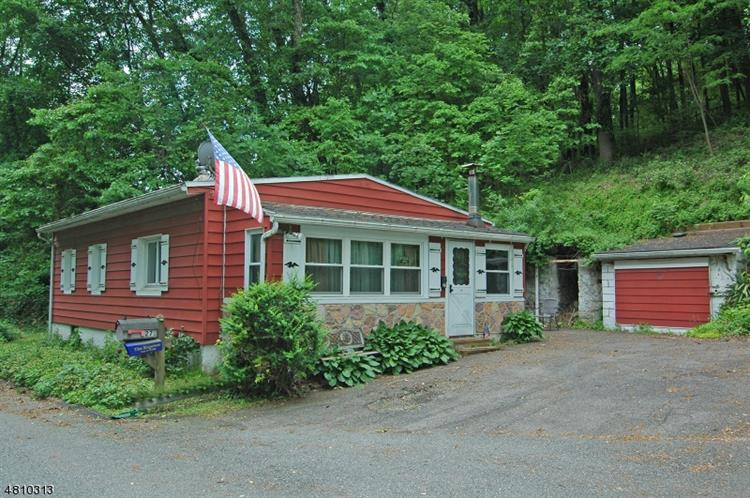 27 RESERVOIR RD, Lopatcong, NJ 08886