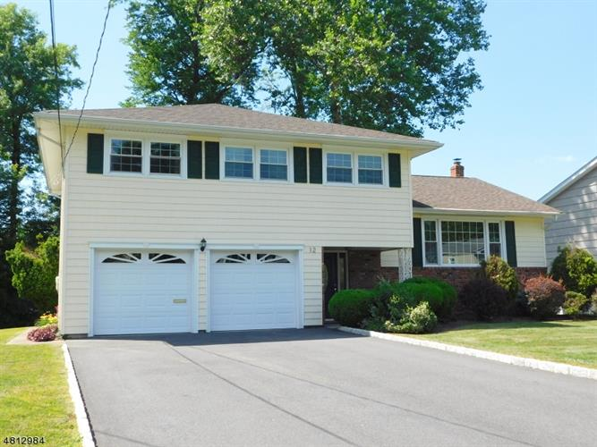 12 KLIMBACK CT, West Caldwell, NJ 07006