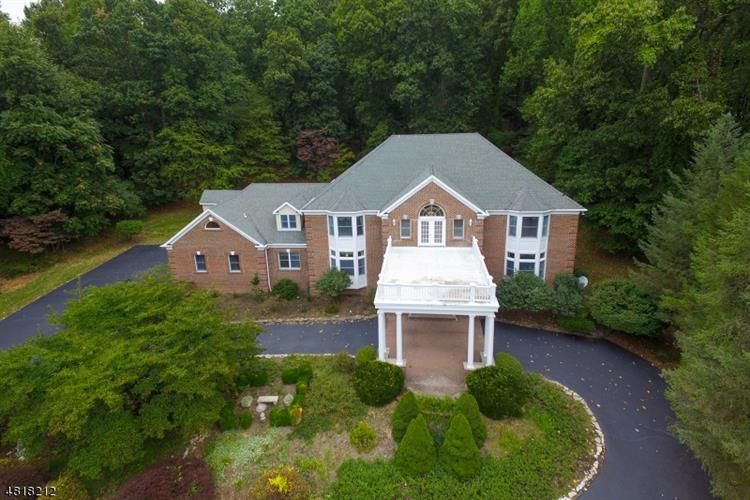 11 BEACON HILL DR, Chester, NJ 07930