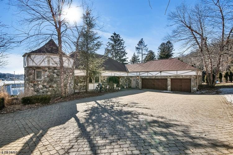 323 Lakeside Blvd, Hopatcong, NJ 07843