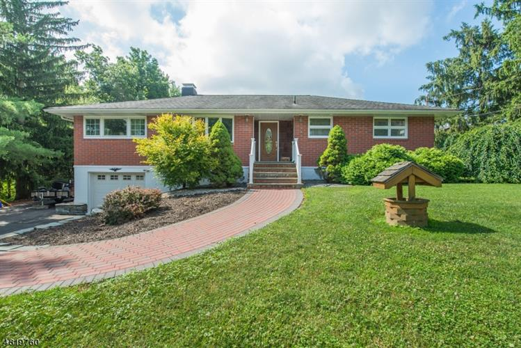 16 Adelaide Terr, West Milford, NJ 07480