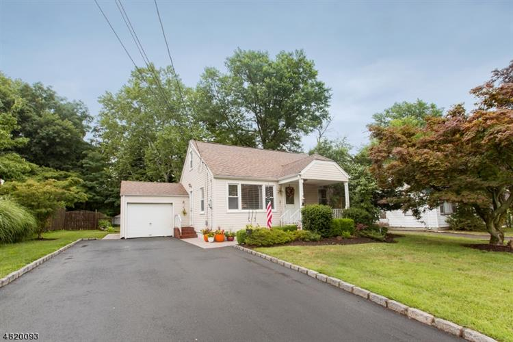 6 DALE DR, Fairfield, NJ 07004