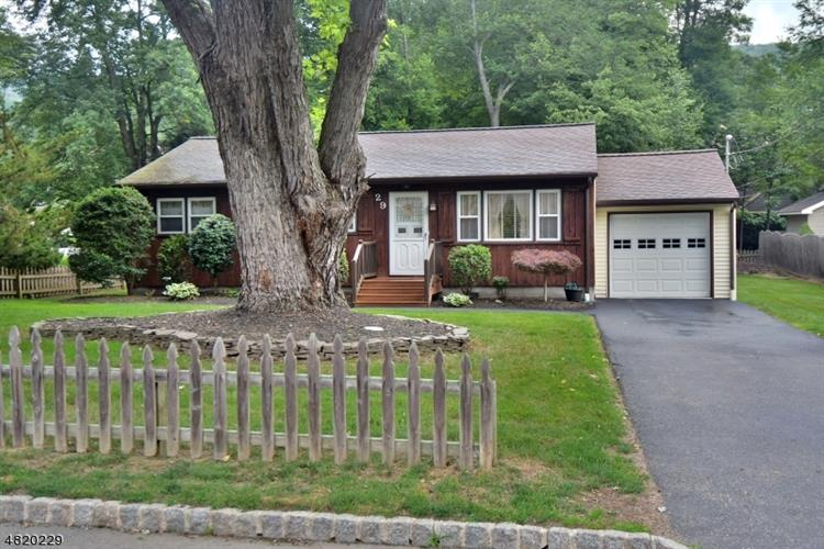 29 NEW BEDFORD RD, West Milford, NJ 07480