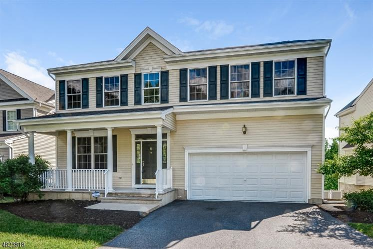 16 CARRIAGE RD, Hackettstown, NJ 07840
