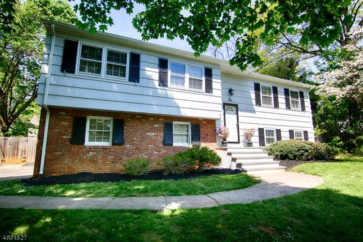 10 COURTER ST, Bernards Township, NJ 07920