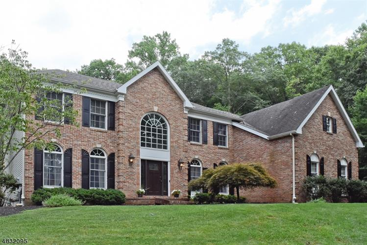 8 BIRD SONG CT, Chester Twp, NJ 07930